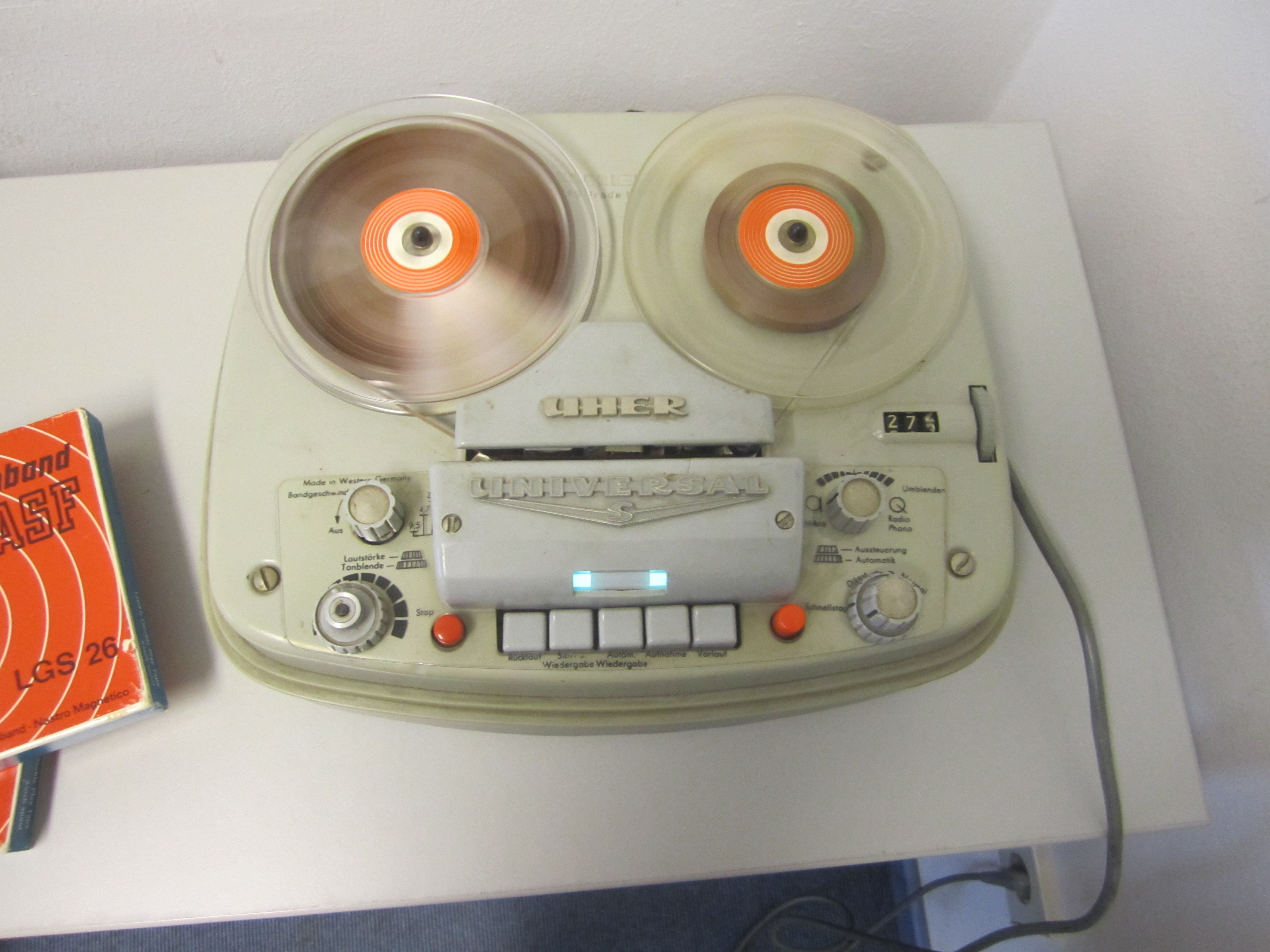 Image of a tape recorder of the type used by the BOLSA project for voice recordings