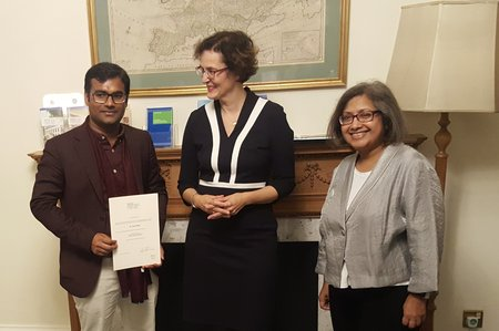 The prize winner with the Director of the GHIL and the Head of the India Branch Office